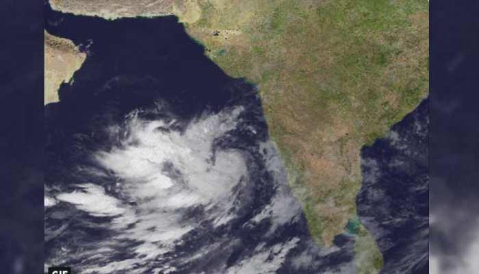 Cyclone Vayu Weather Updates: चक्रवाती तूफान से निपटने की तैयारी पूरी, 'वायु' को बेअसर करेंगे सेना और वायुसेना