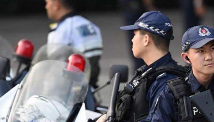 शराब के नशे में भारतीय ने किया सिंगापुर पुलिस पर हमला और...