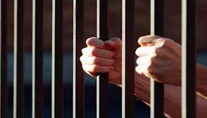 तेलंगाना की जेलों में कैदी बने RJ, साथी कैदियों के लिए बजाते हैं देशभक्ति संगीत