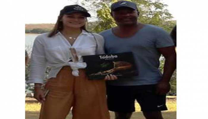 भारत आए ब्रायन लारा ताडोबा के जंगल में पहुंचे, देखें फोटो