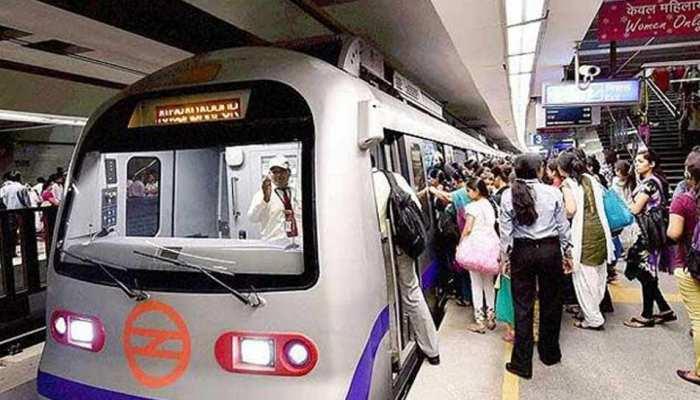 दिल्ली मेट्रो में महिलाओं की मुफ्त यात्रा पर DMRC ने केजरीवाल सरकार को भेजी रिपोर्ट