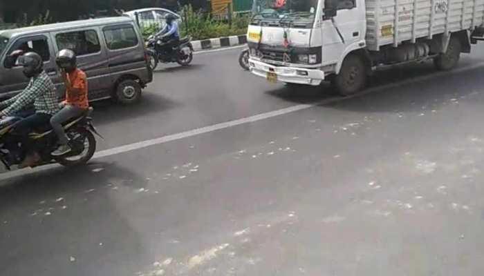 बाइक छीनकर भाग रहा था बदमाश, दिल्ली पुलिस ने रोका तो की फायरिंग और फिर...