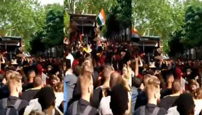 ...जब विदेशी सड़कों पर गूंजा भोजपुरी गाना 'जिला टॉप लागेलू', तो ऐसे मदमस्त हुए लोग, VIDEO VIRAL