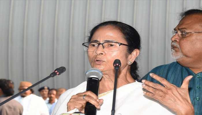 पश्चिम बंगाल: ममता बनर्जी का दावा- राज्यपाल ने BJP के इशारे पर बुलाई दलों की बैठक