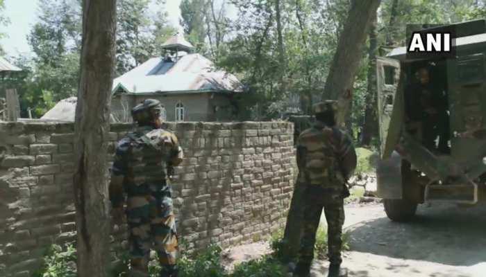 जम्मू कश्मीरः पुलवामा में सुरक्षाबलों ने आतंकियों को घेरा, 2 आतंकी ढेर, एनकाउंटर जारी