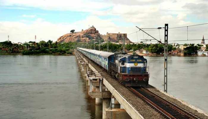 अंग्रेजी, हिंदी को अनिवार्य बनाने से जुड़े दक्षिण रेलवे के सर्कुलर पर विवाद