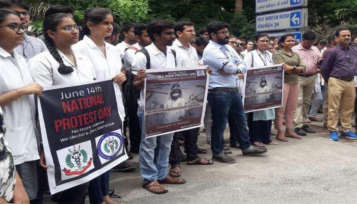 पश्चिम बंगाल में सरकारी अस्पतालों के 100 से अधिक डॉक्टरों ने दिया इस्तीफा
