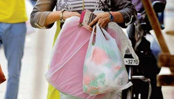 CG: कांग्रेस सरकार के प्लास्टिक बैन पर BJP बोली- 'उनके फैसले का स्वागत करते हैं, लेकिन...'