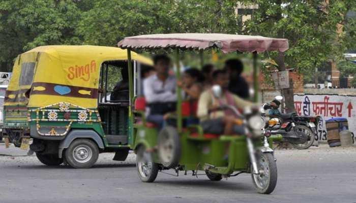 लाड लड़ाने के बहाने बच्ची को ई-रिक्शा चालक ने गोद में बिठाया, फिर की ऐसी घिनौनी हरकत कि...