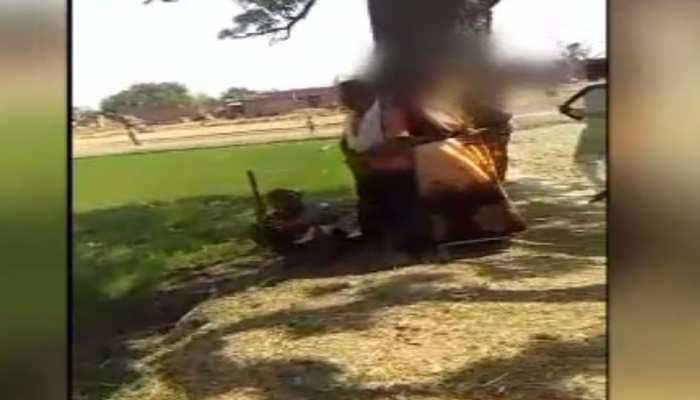 बिहारः माता-पिता को मिली बेटे की आशिकी की सजा, लड़की के परिजनों ने पेड़ से बांधकर पीटा