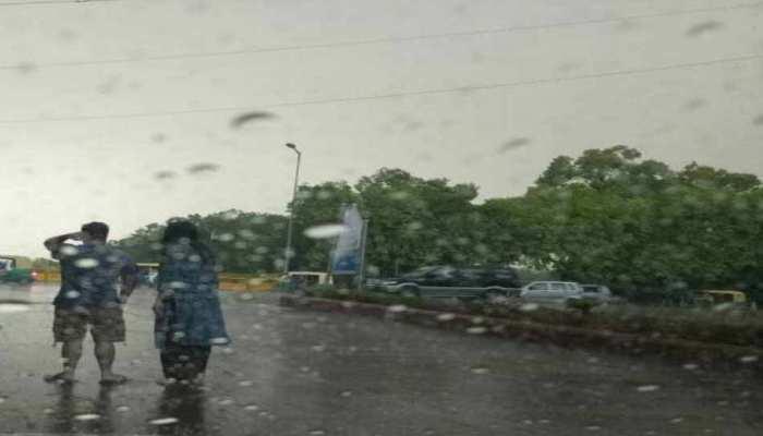दिल्लीवालों को आज मिलेगी गर्मी से राहत, देर शाम गजरेंगे बादल, हो सकती है तेज बारिश