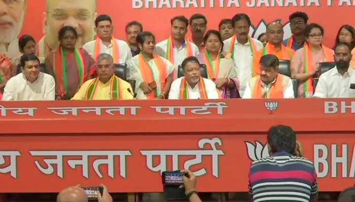 ममता की मुश्किलें नहीं हो रहीं खत्म, बंगाल में TMC विधायक और 12 पार्षदों ने बीजेपी का दामन थामा