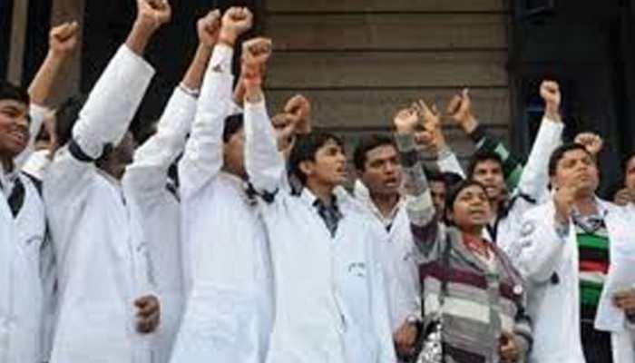 जम्मू मेडिकल कॉलेज के डॉक्टरों की हड़ताल जारी, मरीज परेशान
