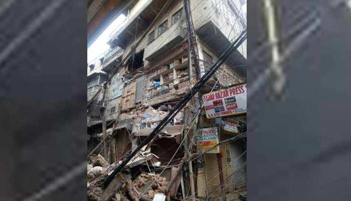 VIDEO: पुरानी दिल्ली में भरभरा के गिर गई 4 मंजिला इमारत, रेस्क्यू ऑपरेशन जारी