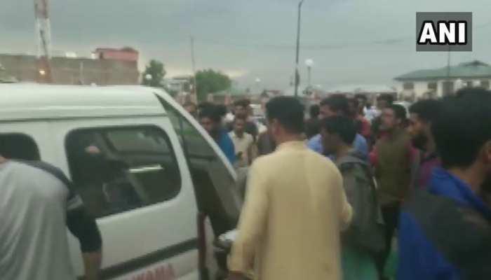 पुलवामा: थाने को निशाना बनाकर किए गए ग्रेनेड हमले में सात नागरिक जख्मी
