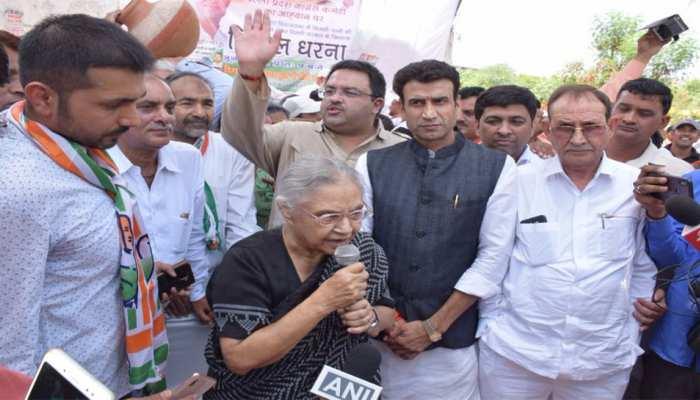 दिल्ली कांग्रेस ने 'पानी और बिजली' की कमी को लेकर किया प्रदर्शन