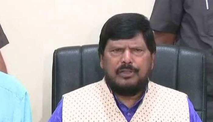 VIDEO: मंत्रीजी की ऐसी 'तुकबंदी', जिसे सुनकर PM मोदी, सोनिया, राहुल हंसते-हंसते लोटपोट हो गए