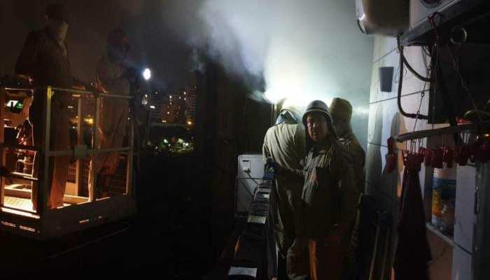 दिल्ली: 10 मंजिला इमारत में लगी आग, 110 लोगों को किया गया रेस्क्यू