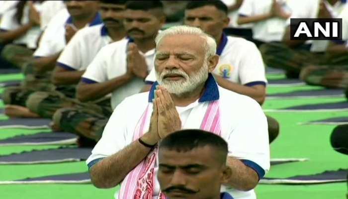 भारत संग पूरी दुनिया ने किया योग, रांची में 40 हजार लोगों के साथ PM ने किए आसन