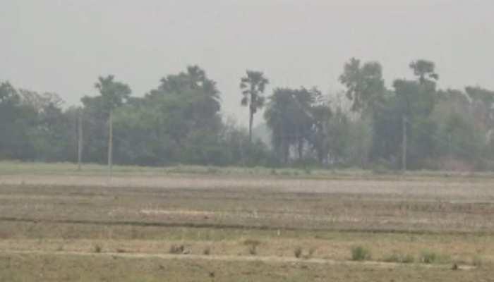 किसानों का आरोप, सरकार का खेतों तक बिजली-पानी पहुंचाने के दावे फेल