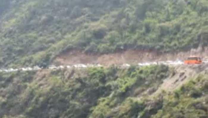 उत्तराखंड: रुद्रप्रयाग में घंटों लग रहा है जाम, यात्री और पर्यटक हैं परेशान
