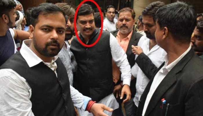 डेढ़ महीने बाद रेप के आरोपी BSP सांसद अतुल राय ने वाराणसी की कोर्ट में किया समर्पण