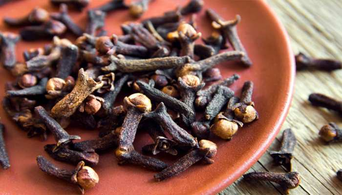 Eat just daily 2 cloves, stomach ache will get rid of hair problem