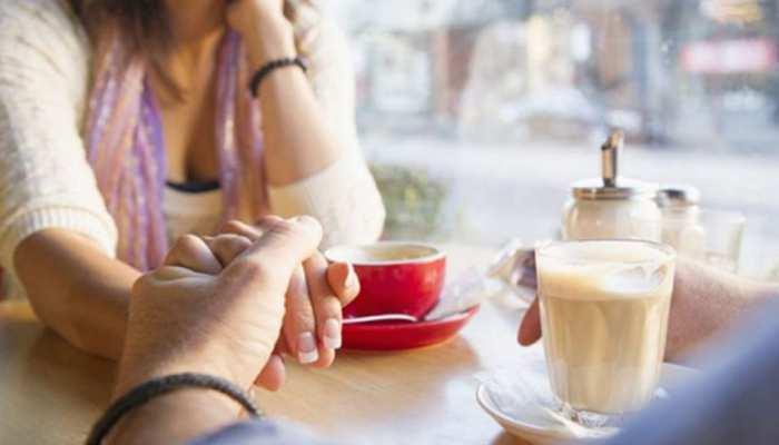 रोमांस और प्यार के इरादे से नहीं, मुफ्त के खाने के लिए डेट पर जाती है 4 में से एक महिला