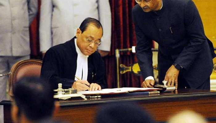 पूर्व चीफ जस्टिस के बाद CJI गोगोई ने PM मोदी से मांग, जज एसएन शुक्ला को हटाने का प्रस्ताव लाए