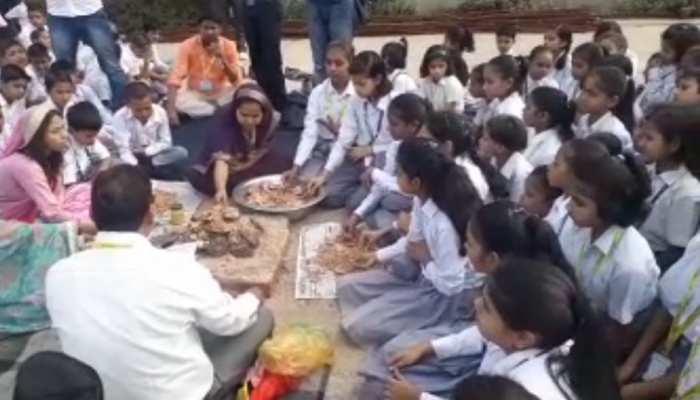 चमकी बुखार से पीड़ित बच्चों के लिए मांगी जा रही है दुआ, स्कूली बच्चों ने किया हवन