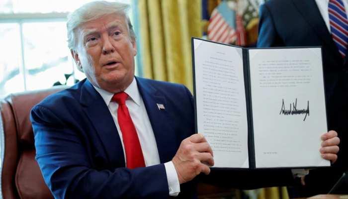 ट्रंप ने ईरान पर कड़े प्रतिबंध लगाने वाले आदेश पर किए हस्ताक्षर, सुप्रीम लीडर को भी नहीं बख्शा