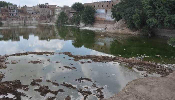 बांसवाड़ा: शहर की सुंदरता बढ़ाने वाले तालाबों की हालत बदहाल, नगर परिषद नदारद
