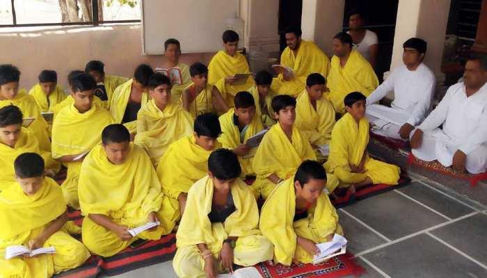बीकानेर: सनातन संस्कृति के प्रसार के लिए बच्चों को निःशुल्क दिया जा रहा वैदिक ज्ञान