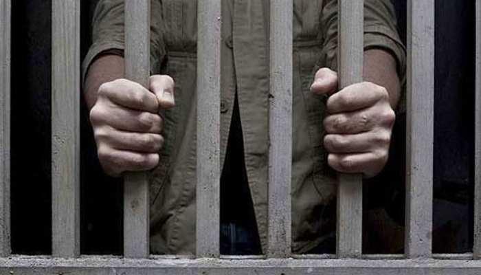 महाराजगंज: मां-बाप का हत्यारा बेटा गिरफ्तार, हत्या में प्रयुक्त फरसा बरामद