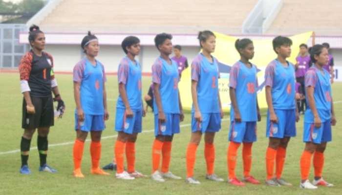 अंडर-17 फुटबॉल टीम की लड़कियां मैच के हालातों में ढलना सीख रहीं हैं: कोच
