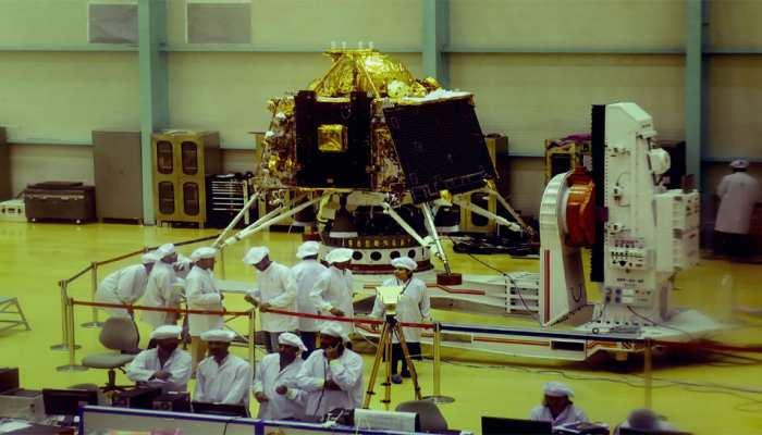 चंद्रमा पर जीवन की संभावनाएं तलाशने के लिए विशेष अंतरिक्ष यान 'चंद्रयान 2' के प्रक्षेपण की तैयारी पूरी: सरकार