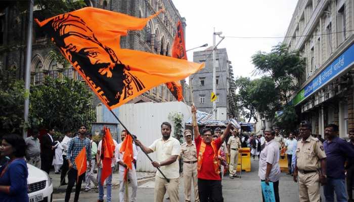 मराठा आरक्षण: बॉम्बे हाइकोर्ट के आदेश पर समाज के कार्यकर्ताओं ने मनाया जश्न
