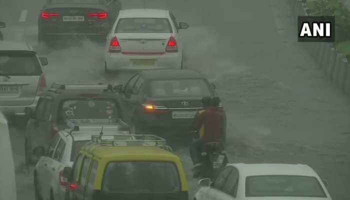 मॉनसून पहली बारिश से मुंबई बेहाल, कई इलाकों में पानी भरा, लगा लंबा जाम