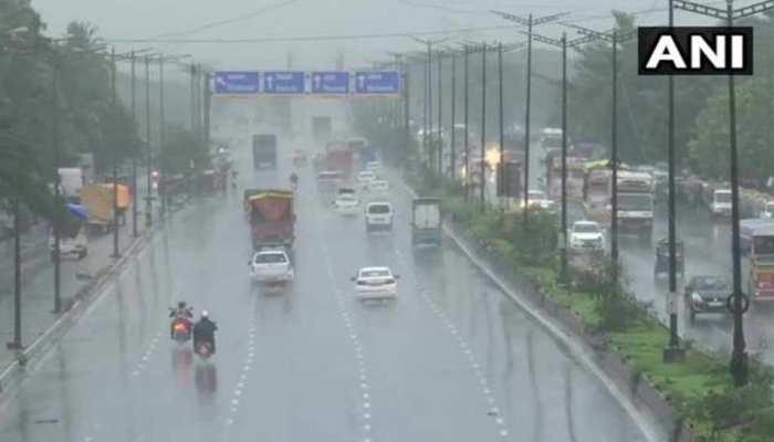 महाराष्ट्र: भारी बारिश ने लोगों की बढ़ाई परेशानी, ठाणे में करंट लगने से 2 लोगों की मौत