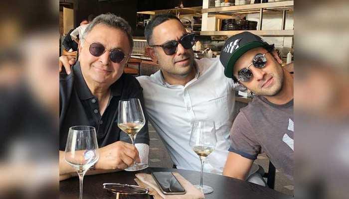 VIRAL PIC: ऋषि कपूर ने बेटे और दामाद के साथ न्यूयॉर्क में बिताए कुछ सुखद पल