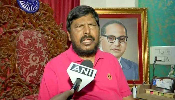अठावले ने कहा कि अध्यक्ष पद छोड़कर कांग्रेस को धोखा न दें राहुल, वह NDA के लिए जरूरी