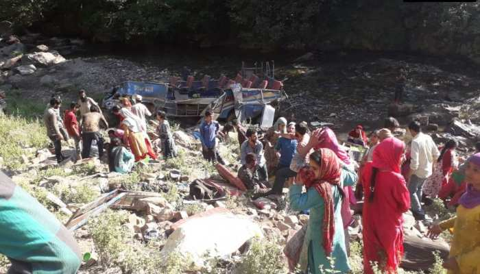 जम्मू-कश्मीर: किश्तवाड़ में खाई में गिरी यात्री बस, 31 लोगों की मौत, कई घायल
