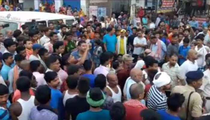 बिहार : 11 हजार वोल्ट की तार की चपेट में आने से महिला की मौत, परिजनों ने किया हंगामा