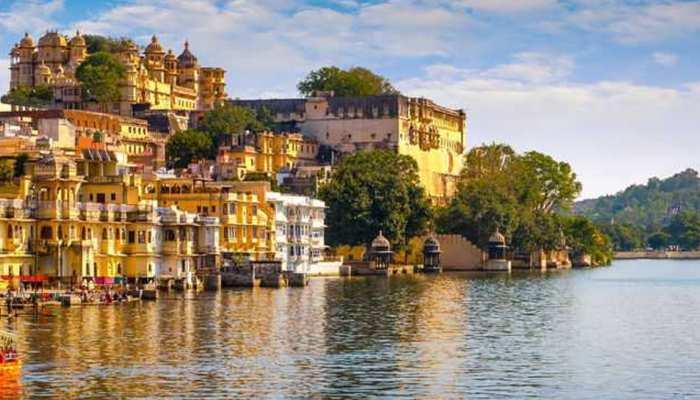 उदयपुर की झीलों में पानी के कम होते ही हजारों पर्यटकों ने शहर से बनाई दूरी