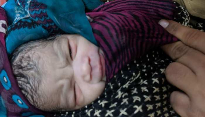 Maharashtra: A 29-year-old lady passenger delivered baby n a platform of Dombivli railway station