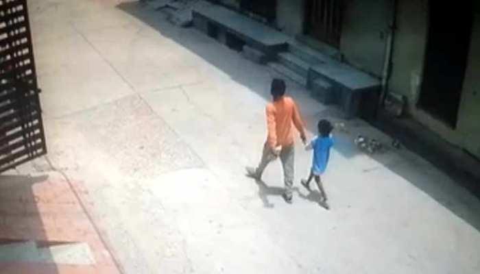 दिल्ली: टॉफी दिलाने के बहाने 6 साल की मासूम के साथ किया गलत काम, CCTV में दिखा आरोपी गिरफ्तार