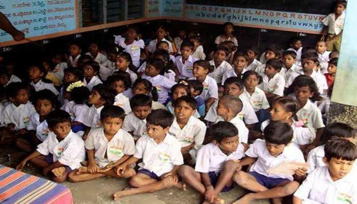 प्रतापगढ़: सरकारी स्कूल में बच्चों को दिया गया सफाई का काम, हंगामा