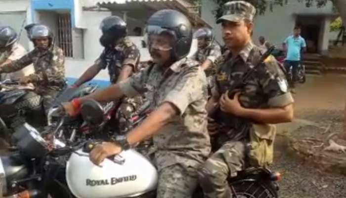 साहिबगंज : मोटरसाइकिल पर सवार होकर पुलिस कप्तान ने लिया शहर का जायजा