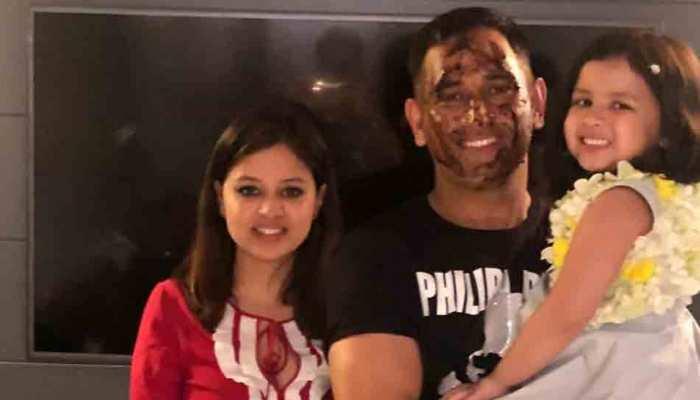 #HappyBirthdayDhoni: धोनी ने पत्नी साक्षी और बेटी जीवा संग कुछ इस अंदाज में मनाया अपना बर्थडे