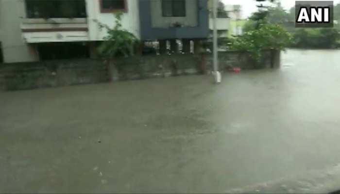 VIDEO: बारिश के बाद गुजरात के वलसाड का बुरा हाल, शहर में बाढ़ जैसी स्थिति बनी